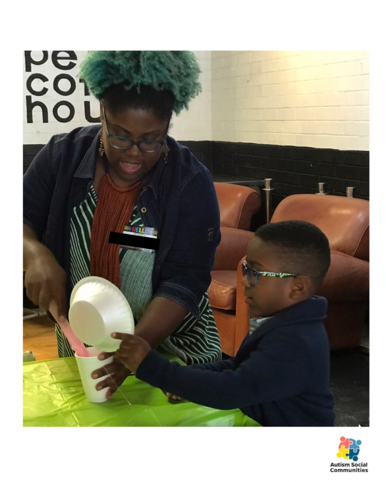 One of our parents and kiddos enjoying our slime table!